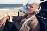 02 Stylist Vibe Dabelsteen for Bang & Olufsen Headphones Campaign LS_H95_GreyMist_2.tif